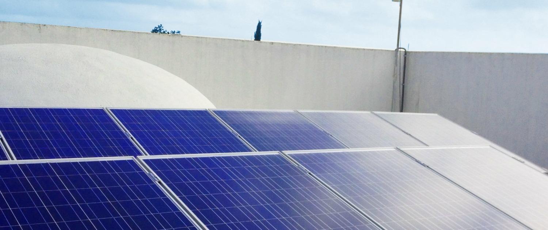 paneles solares en vicienda comunitaria. Energía solar