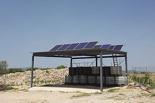 ejemplo con energía solar para bombeo de agua y llenado de balsa