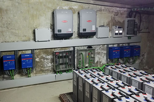 ejemplo de instalación con energía solar en una granja aislada